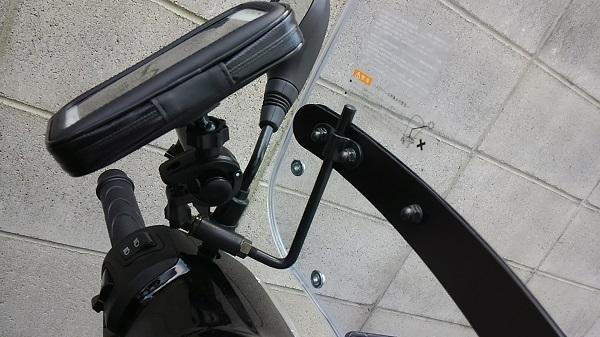バイクのスマホホルダー